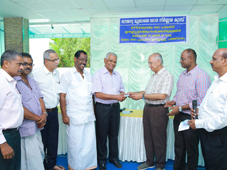 5.-Dr.-T.H.-Ramachandran--inaugurating-Previlege-card-distribution-by-handing-over-to-Mr.-KKM.-Kutty--Patron-KPRA.jpg